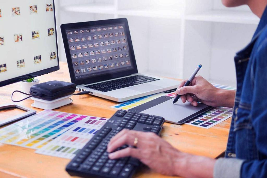 Веб дизайнер розробляє айдентику